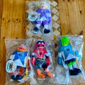 Mc Donald's happy meal 1995 muppets hockey set.